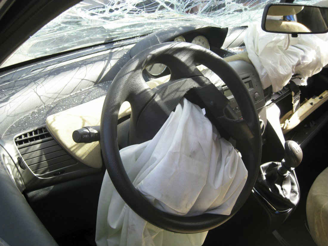 St. Louis airbag after auto crash