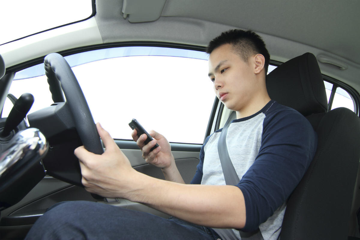 st louis auto accident distracted driving