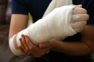 st louis car wreck arm injury