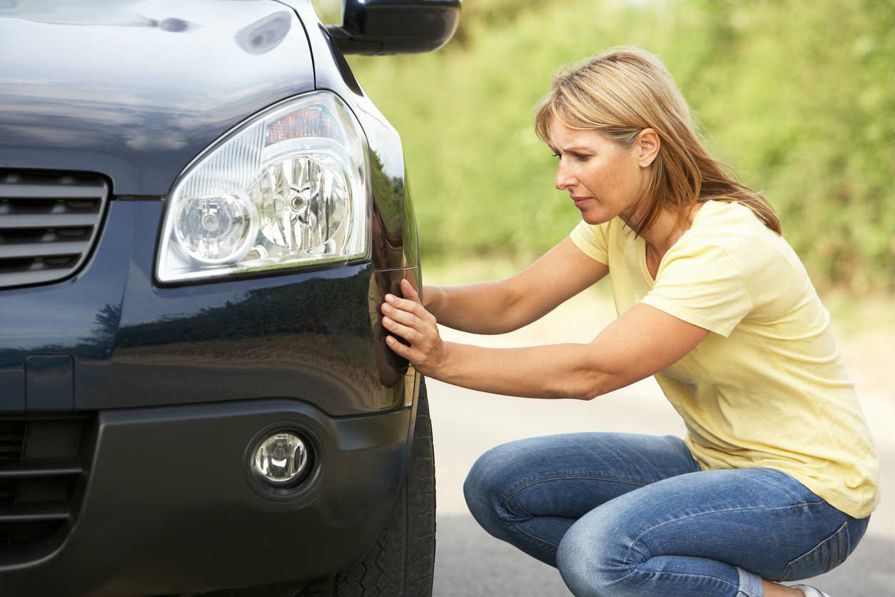 St. Louis woman examining car