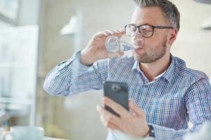 St. Louis man drinking water