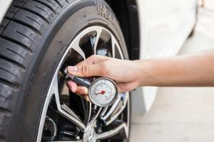 St. Louis man checking tire pressure
