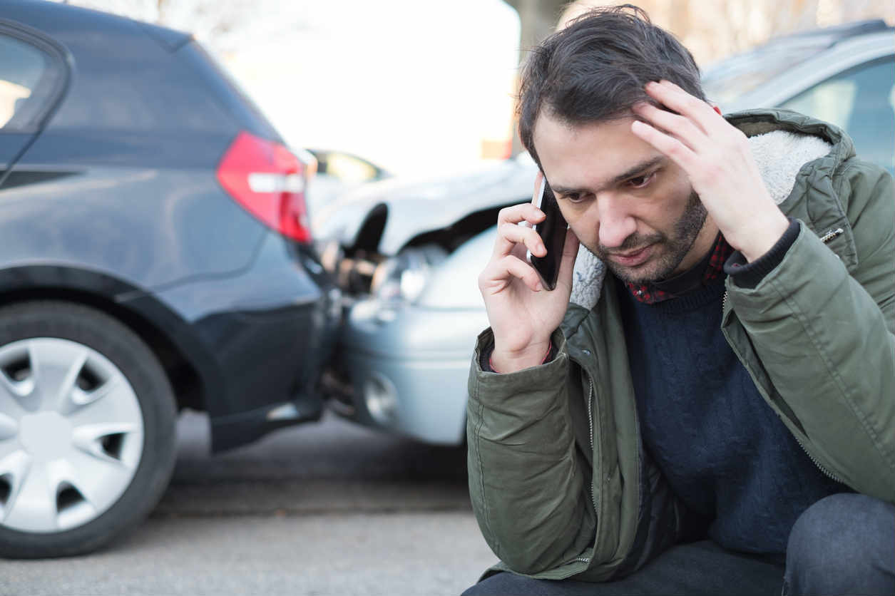 St. Louis man calling auto accident attorney