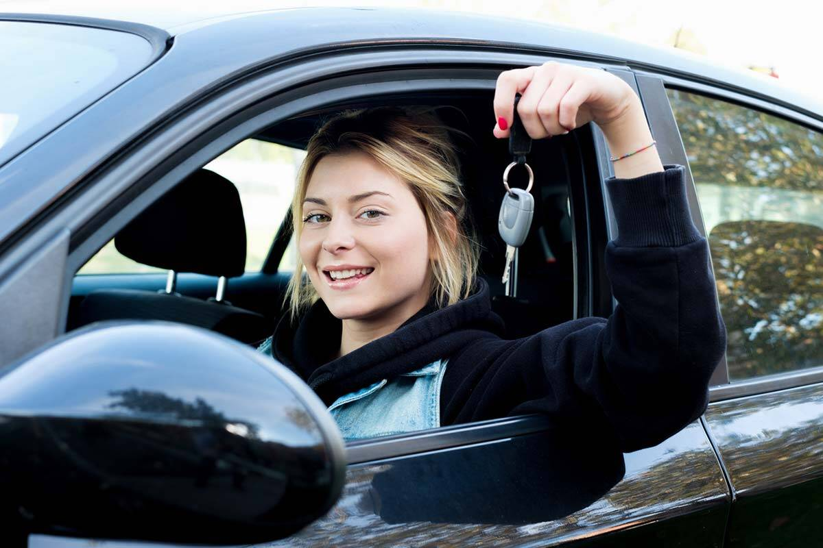 Driving school for teens to get their license, wipe her ass