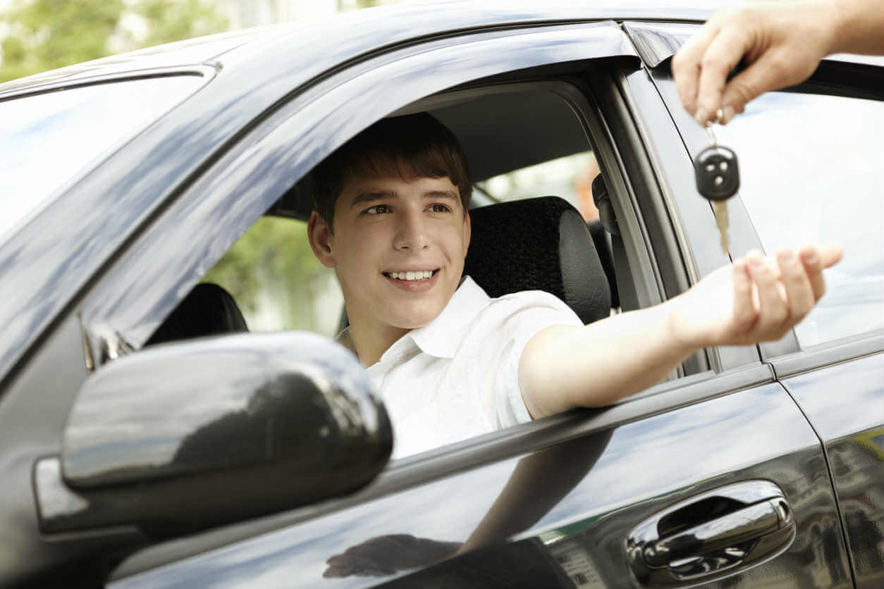 car keys being handed to a teen driver