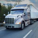 4 Tips to Avoid an Accident When Driving Next to a Tractor Trailer