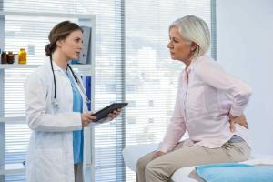 describing pain to doctor after car accident