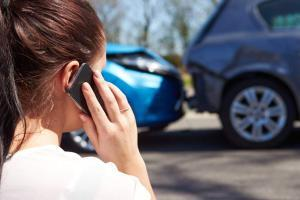 st. louis woman on phone after car accident