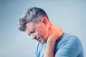 st. louis man with neck pain after car accident