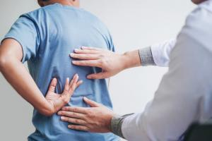 st. louis man with back pain after car accident